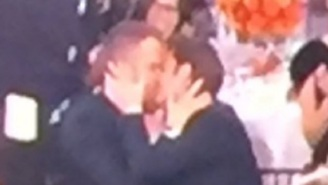 Ryan Reynolds And Andrew Garfield Kissed While Ryan Gosling Was Accepting Award At 2017 Golden Globes