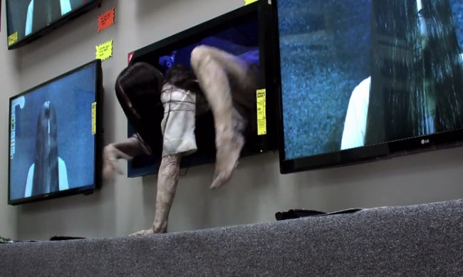 prank-girl-from-ring-crawls-tv-1