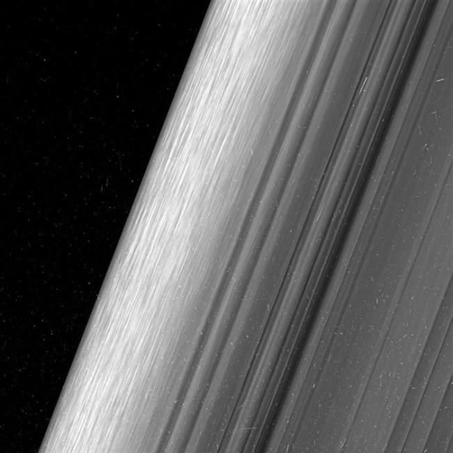 saturn-rings-pics-nasa-3