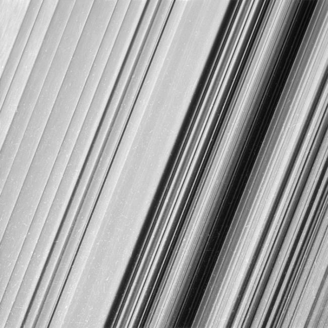 saturn-rings-pics-nasa-4