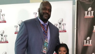 """This Picture Of 7'1"""" Shaquille O'Neal Standing Next To 4'9"""" Simone Biles Looks Like It's Photoshopped"""