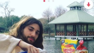 Genius Creates A 'Jesus The Messiah' Tinder Profile And Learns Quickly That Girls Want To Sex A Deity