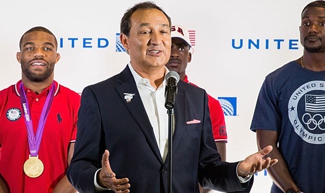 email united airlines ceo oscar munoz