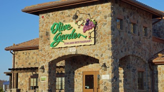 Guy On Twitter Reveals The Craziest Olive Garden Story Ever After Going On A Date With An Olive Garden GM