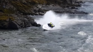 Speed Boat Hits Rocks, Loses Control, Flips Over, Everyone Watching Panics