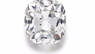 Woman Finds Out The 'Fake' Diamond She Bought At A Garage Sale For $13 Is Worth Half A Million Bucks