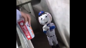 Fed Up Mets Mascot 'Mr. Met' Flips Off Obnoxious Fans At Citi Field While Leaving Game