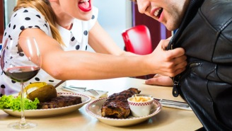 This Woman Live-Tweeted A Lady Destroying Her Cheating BF At Dinner And It Was ABSOLUTELY EPIC
