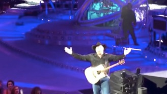 Garth Brooks Is A Total Bro And Proved It On Stage After A Couple Got Engaged At His Concert