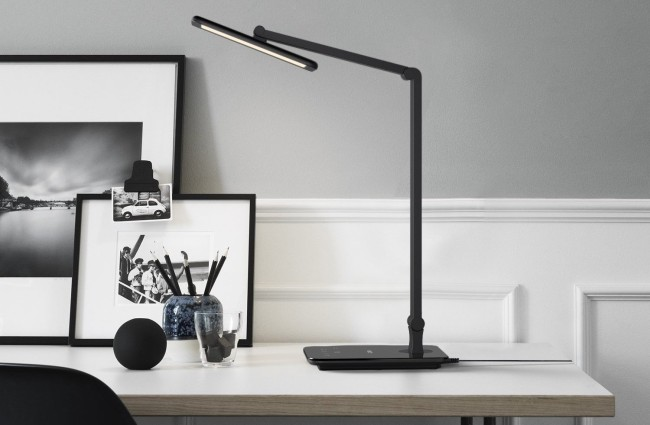 Aukey LED lamp with USB