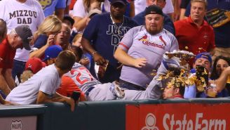 A Cubs Player Replaced A Fan's Nachos After Diving Into The Stands