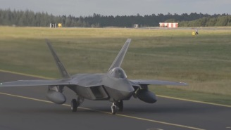 Watch This F-22 Raptor Execute An Unbelievable And Gravity-Defying Inverted Somersault