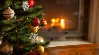 Experts Say Putting Your Christmas Decorations Up Early Can Make You Happier