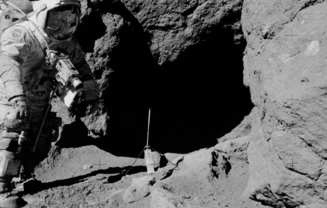 Apollo moon landing 'fake' photo excites conspiracy fans