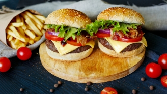 Dietician: Order TWO Burgers Instead Of One Hamburger With A Side Of Fries Because It's Healthier