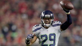 Seahawks' Earl Thomas Greets Jason Garrett In The Locker Room And Tells The Cowboys To Sign Him Next Season