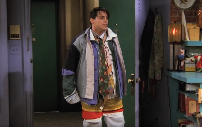 Joey wears Chandler's clothes