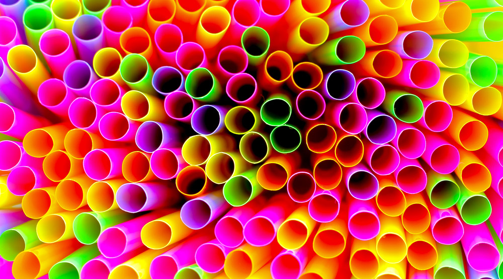 Question: Does A Straw Have One Hole Or Two? The Internet Can't Agree And People Are Losing It
