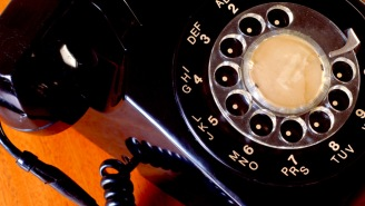 Watching This Teenager Repeatedly Fail To Figure Out How To Use A Rotary Phone Is Too Funny