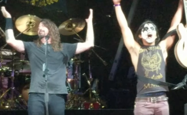 KISS Guy plays with Foo Fighters