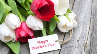 6 Flower Combinations To Send Your Mom For Mother's Day
