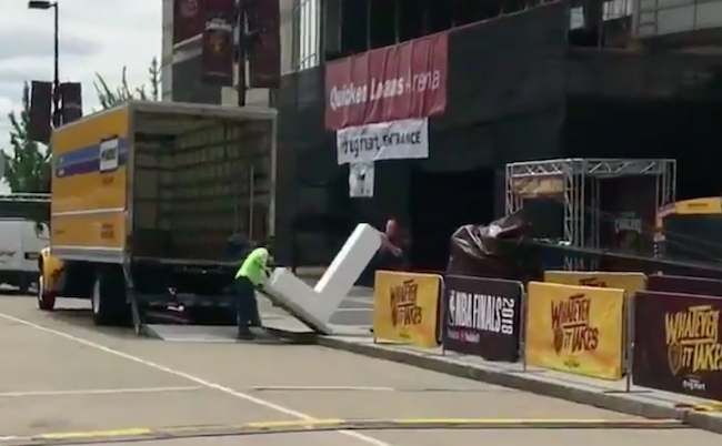 giant L delivered cavaliers arena