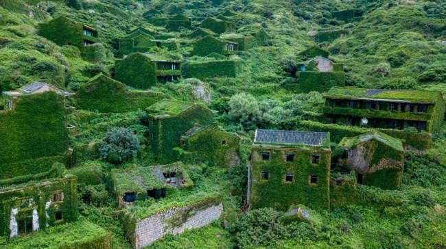 Houtouwan Ghost Town vegetation foliage hiking