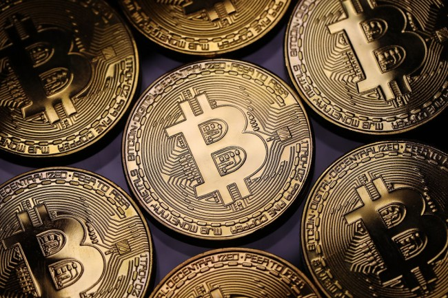 bitcoin poised for breakout
