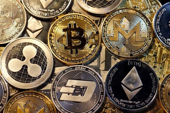 bitcoin breaks 7000 resistance barrier