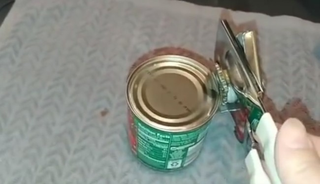 The Right Way To Use Can Opener