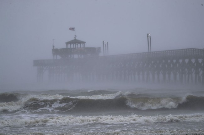 hurricane florence meteorologist evacuates studio