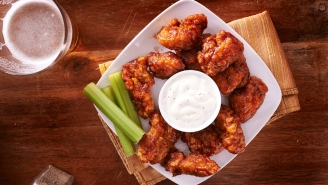 ESPN Pissed Off Everyone In Buffalo By Eating Boneless 'Wings' From Applebee's Before 'Monday Night Football'