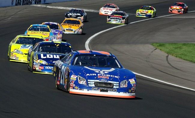 why do race cars turn left