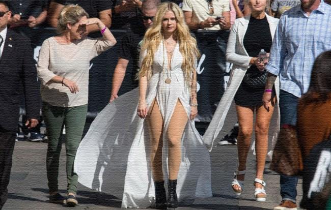 Avril Lavigne Addressed Conspiracy Dead Clone
