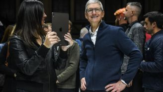 Apple CEO Tim Cook Wakes Up Every Day Before 4 AM To Read User Comments