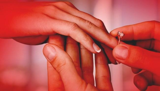 Guy Stops Girlfriend Marathon Propose Marriage