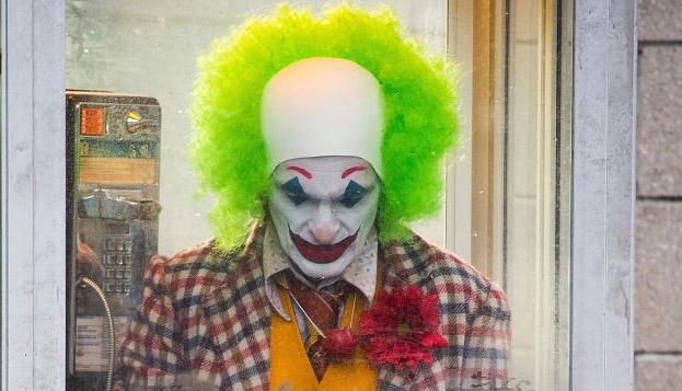 Joaquin Phoenix Joker Chase Video Pics