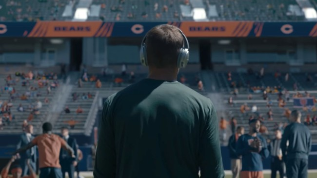 Bears Fan Mocks Aaron Rodgers By 'Updating' Anti-Chicago Bose Commercial