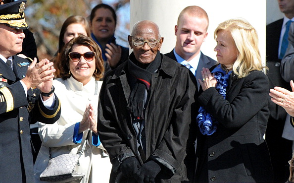ARLINGTON, VA - NOVEMBER 11: (AFP OUT) Richard Overton (C), 107 years-old, who is believed to be America's oldest living veteran is acknowledged by U.S. President Barack Obama during a ceremony to honor veterans at the Tomb of the Unknowns on Veterans Day at Arlington National Cemetery on November 11, 2013 in Arlington, Virginia. For Veterans Day, President Obama is paying tribute to military veterans past and present who have served and sacrificed their lives for their country. (Photo by Olivier Douliery-Pool/Getty Images)