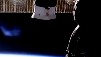 Massive Glowing Blue Object Spotted Hovering Above Earth Then Suddenly NASA Kills ISS Live Feed
