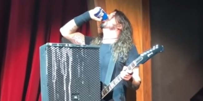 dave_grohl_fall_beer