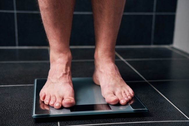 Here's How Much Weight The Average Person Gained During The Pandemic If You Want To Feel Better (Or Worse) About Yourself