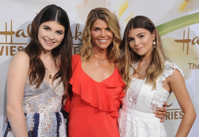 Lori Loughlin reportedly in panic mode at potential prison time for college admissions scandal