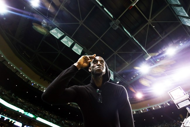 kevin garnett used to chew out anyone who ate before players while with the boston celtics
