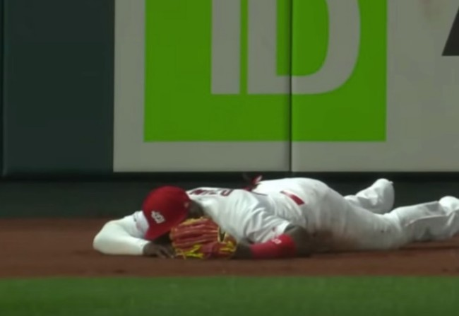 Marcell Ozuna outfield blooper