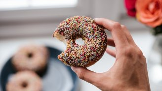 4 Reasons Your Body Constantly Craves Sugar And Ways To Stop Stuffing Your Face With Treats