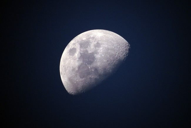 scientists spots flashes on moon