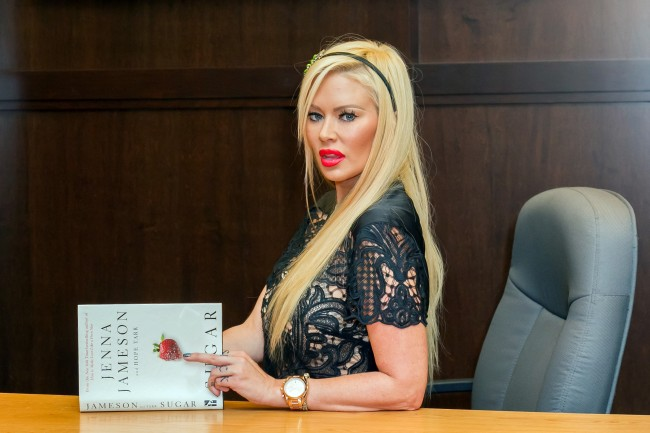 Jenna Jameson lost 80 pounds by going on ketogenic diet, former film star shared her favorite keto foods that helped her lose the weight.