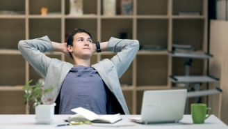 Those Daily Moments Of 'Zoning Out' At Work Have A Name And Might Be More Dangerous Than You Realize