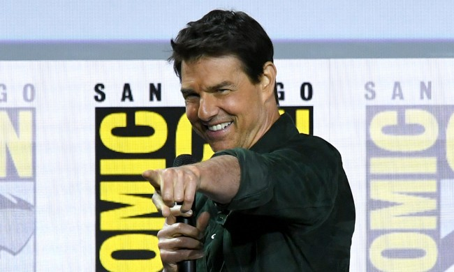 Fake Tom Cruise Fools Crowds Of Fans At 2019 San Diego Comic Con